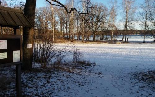 Ågesta januari 2019. Just detta år är det möjligt att vinterbada när isen inte täcker hela sjön.